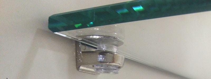 Безопасный крепеж стеклянной полки