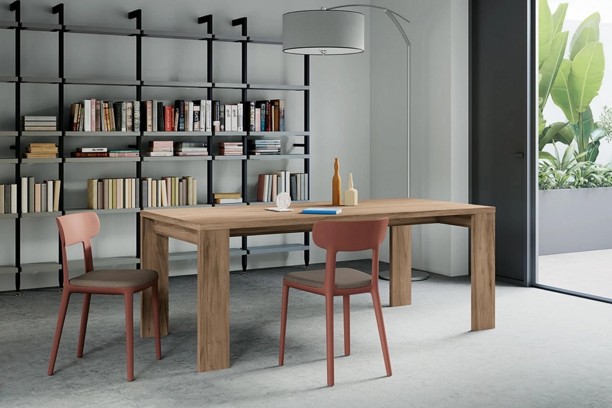 Стол AIRPORT TAVOLO итальянского производства от Arredo3 деревянный прямоугольный обеденный, 2 стула, полка с книгами, окно, большая лампа, светлые пол и стены
